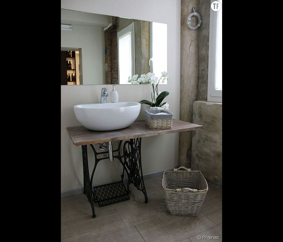 decoration shabby une salle de bain avec des meubles de recup