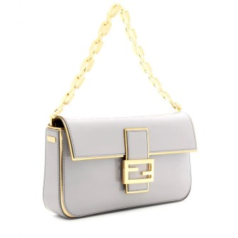 P00062336-BAGUETTE-PATENT-LEATHER-SHOULDER-BAG-DETAIL_2