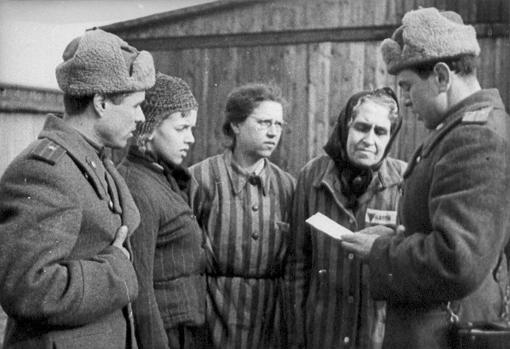 Los soviéticos hablan con los reos