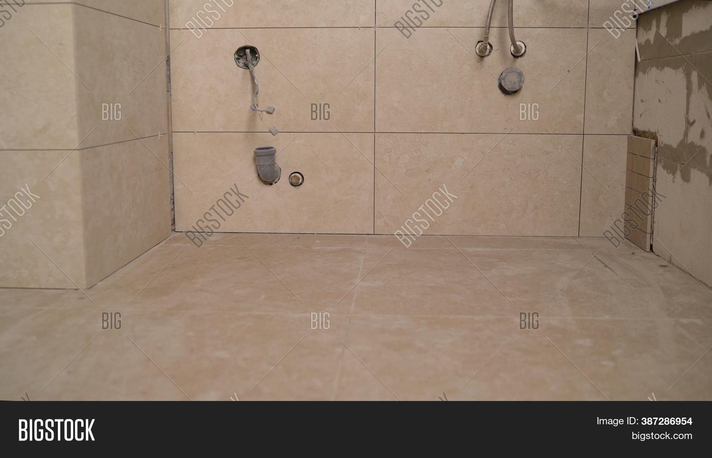laying tiles bathroom image photo
