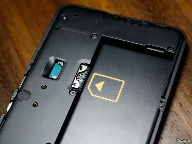 Here's a closer look at the SIM card slot.
