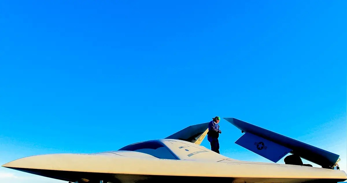 The X-47B has a maximum un-refueled range of over 2,100 nautical miles (3,900 km), and an endurance of more than six hours.