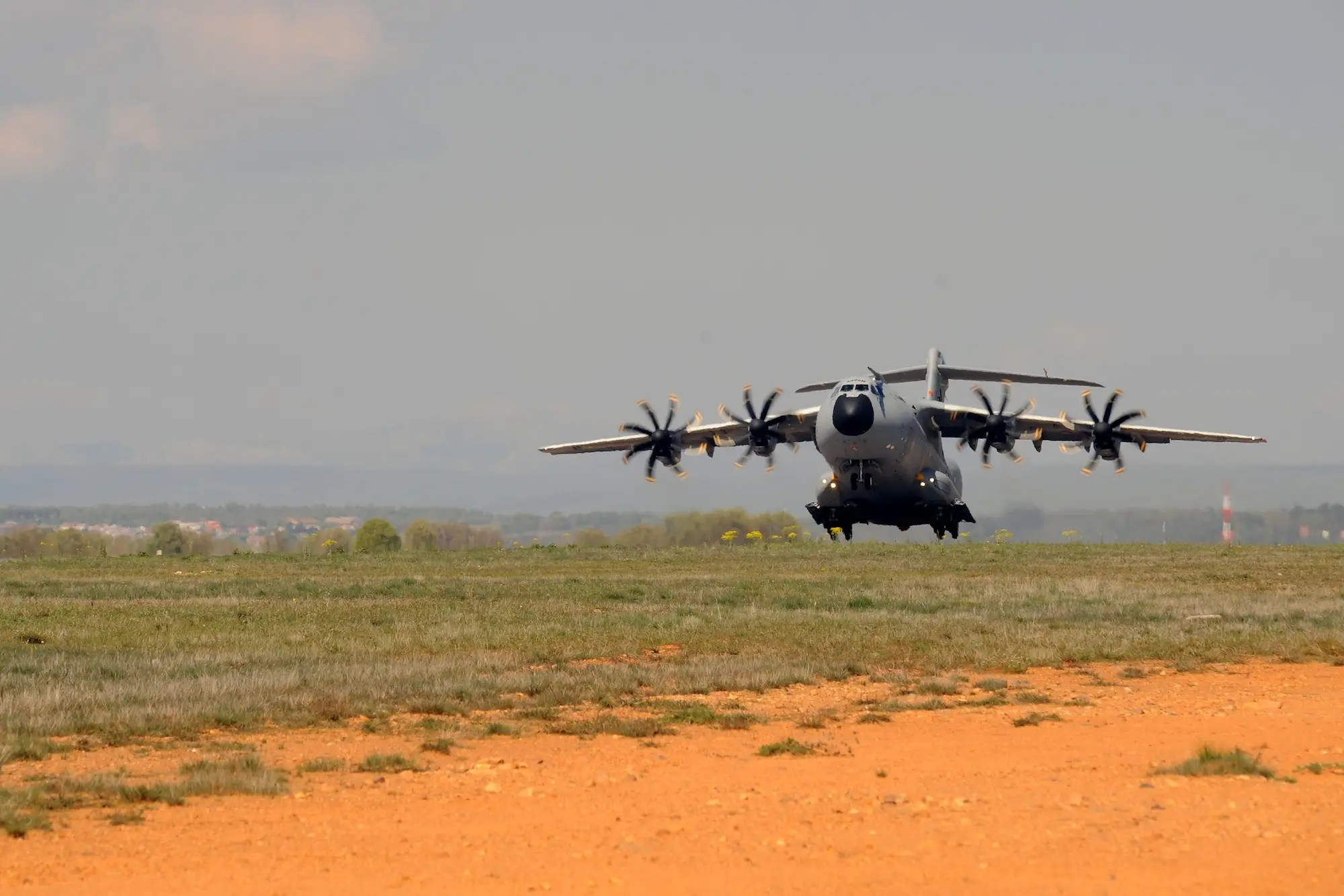 Thanks to shock absorbing landing gear, it can touch down on unpaved airstrips, a key feature for use in emergency and military situations.