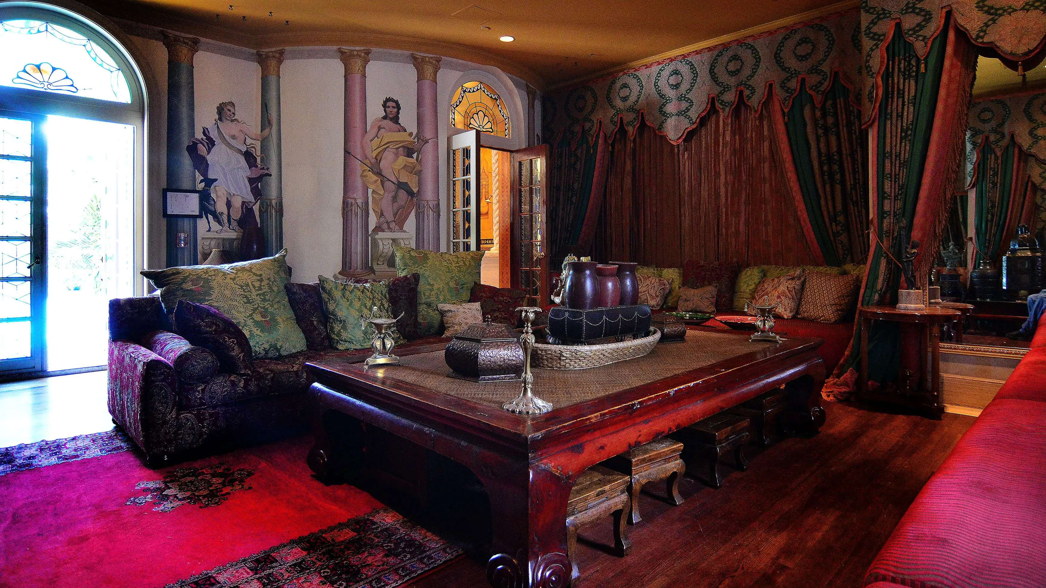 There's even a luxurious hookah lounge inside the mansion.
