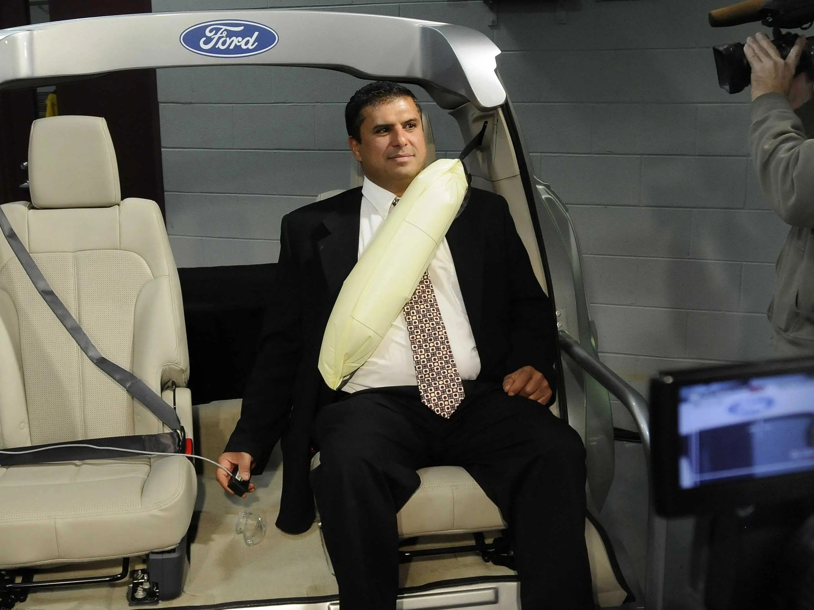 FORD inflatable seatbelts
