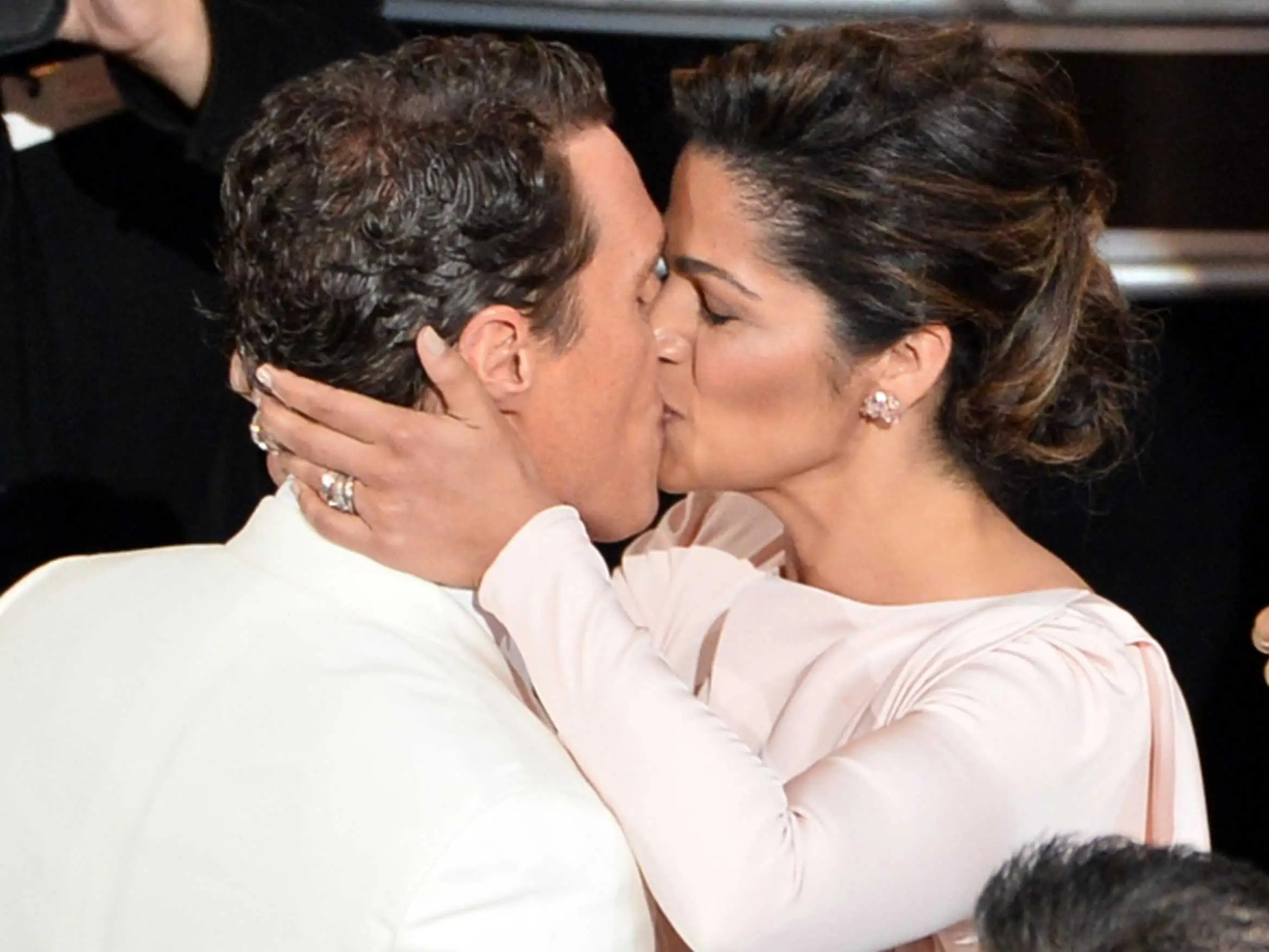 Matthew McConaughey had a tender moment with wife Camila Alves before accepting his Best Actor award.