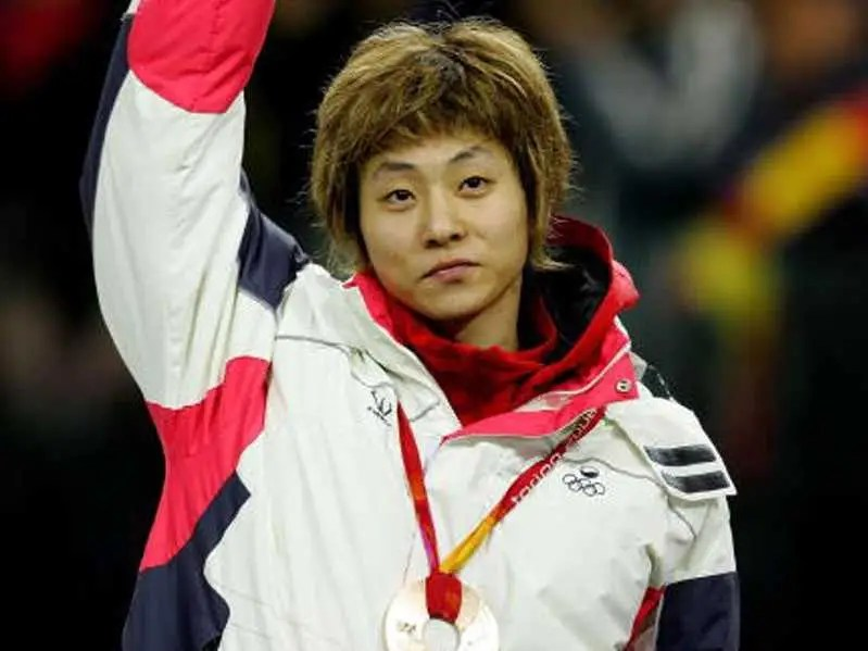 #16 Viktor Ahn