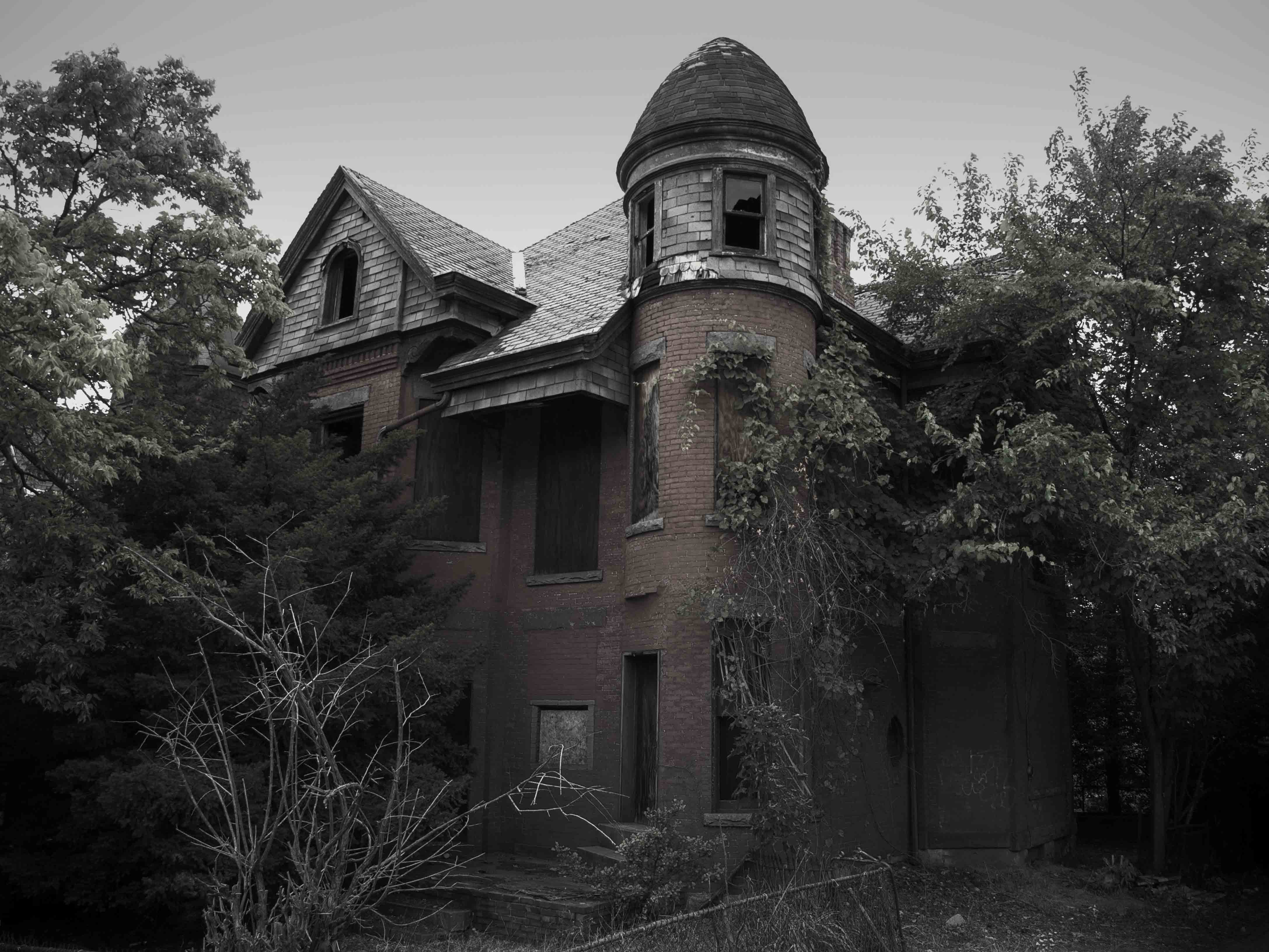 """This haunted house, called the Baily Mansion, was the inspiration for the TV series """"American Horror Story."""" Its actual location is Hartford, Connecticut."""
