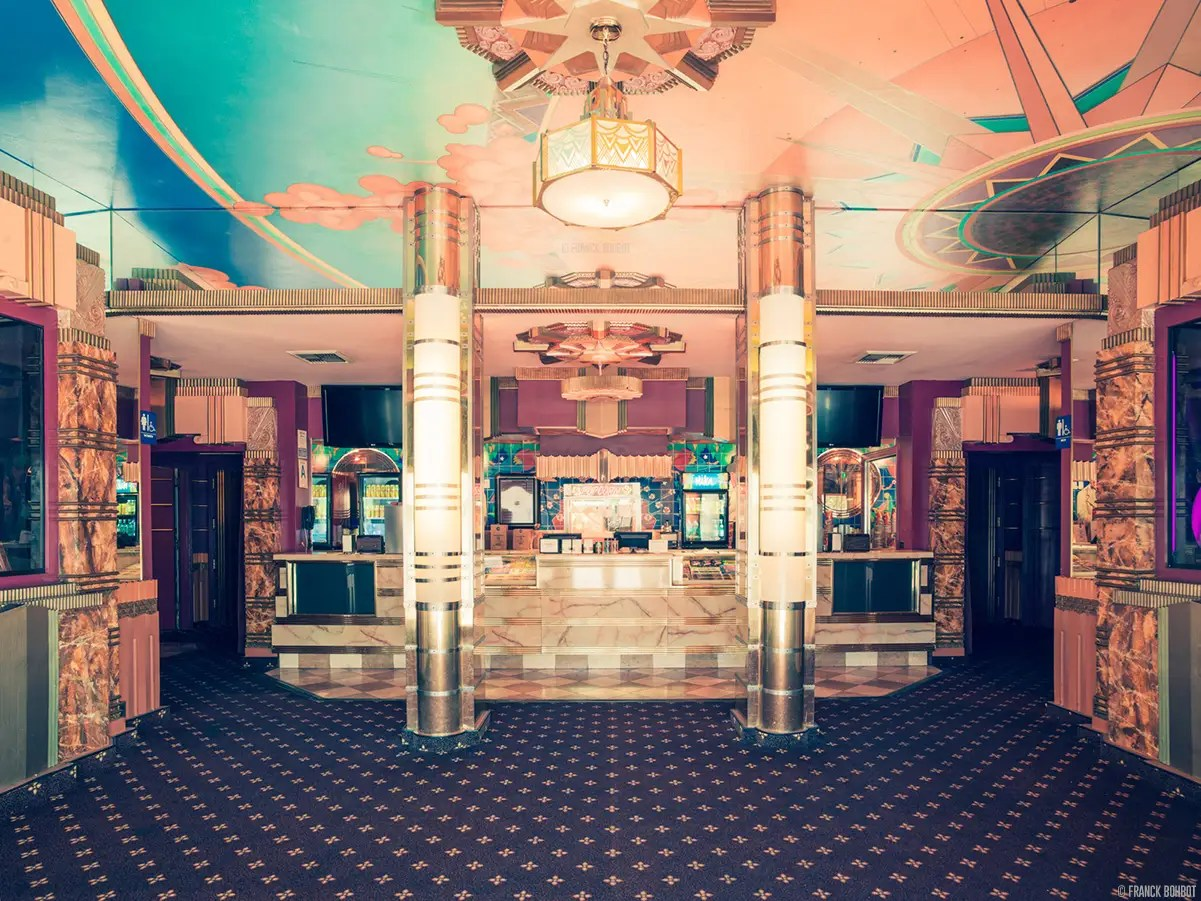 Even the lobby of the Crest Westwood is stunning. In 2008, the cinema was designated a historic landmark.