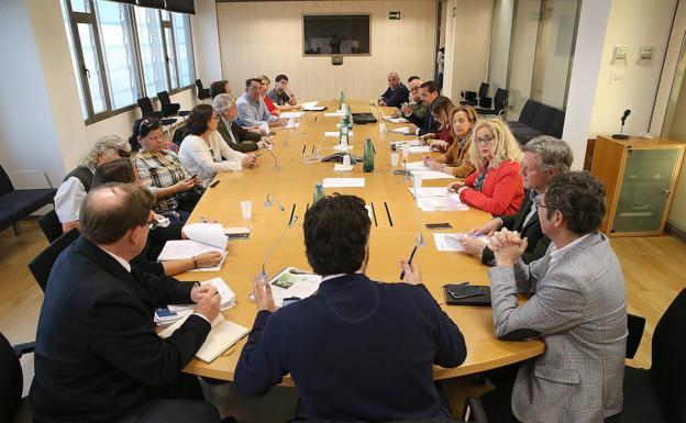 Imagen de la reunión mantenida este martes. /Salvador Salas