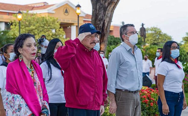 Daniel Ortega and the first lady, Rosario Murillo, in a ceremony in Managua.