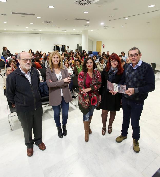 Ignacio Alonso, Marisa Ponga, María Capalleja, Gema Martínez Gayo y Víctor García. / ALEX PIÑA