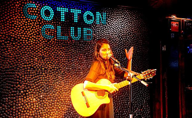 Georgina presented the 17 songs.