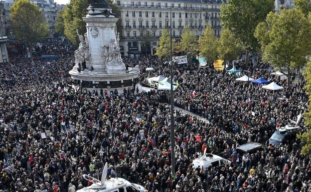 The protesters, in the Plaza de la República.