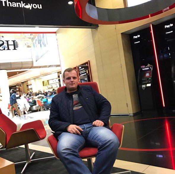 Антон Угляр у відділені банку HSBC в Лондоні. Цей британський міжнародний банк - є найбільшим у Європі та одним із найбільших у світі