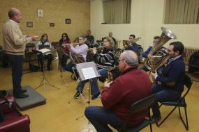 La Banda Municipal de Música ensaya en el Conservatorio Esteban Sánchez. :: j. m. romero/