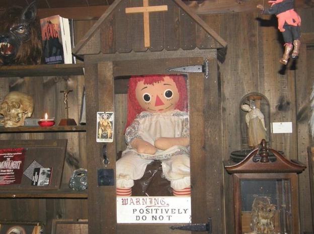 Resultado de imagen para muñeca annabelle museo warren