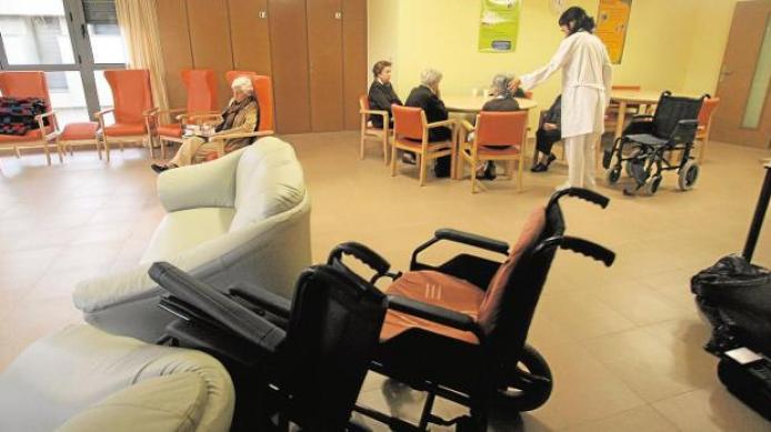 El Consell apuesta por la gestión privada para 29 residencias de ancianos  públicas | Las Provincias