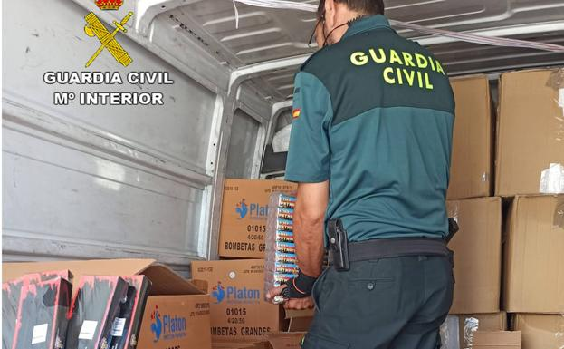 The Civil Guard intervenes the pyrotechnic articles.