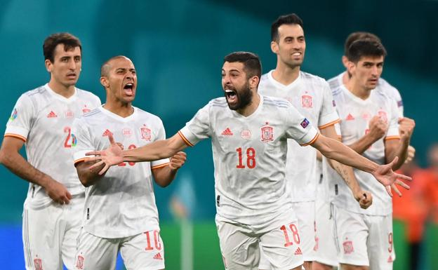 Jordi Alba celebrates with euphoria the victory in the penalty shootout won against Switzerland.