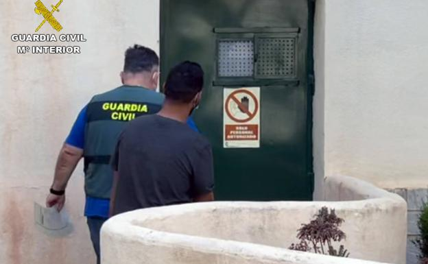 An agent of the Civil Guard together with the detainee.