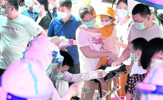 One of the massive coronavirus screening centers in Wuhan (China).