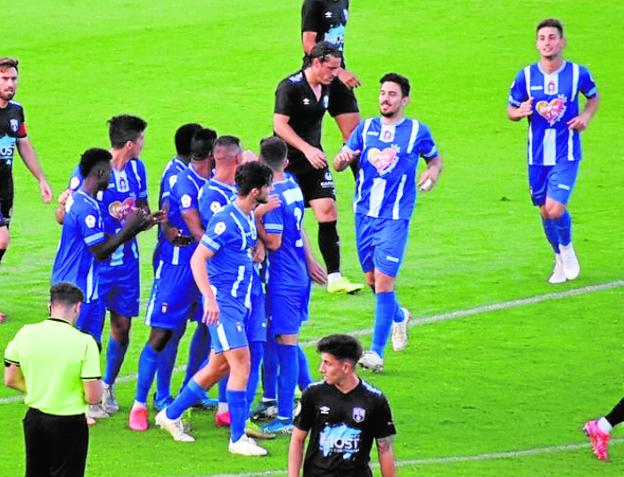 The Lorca players celebrate the first goal, yesterday.