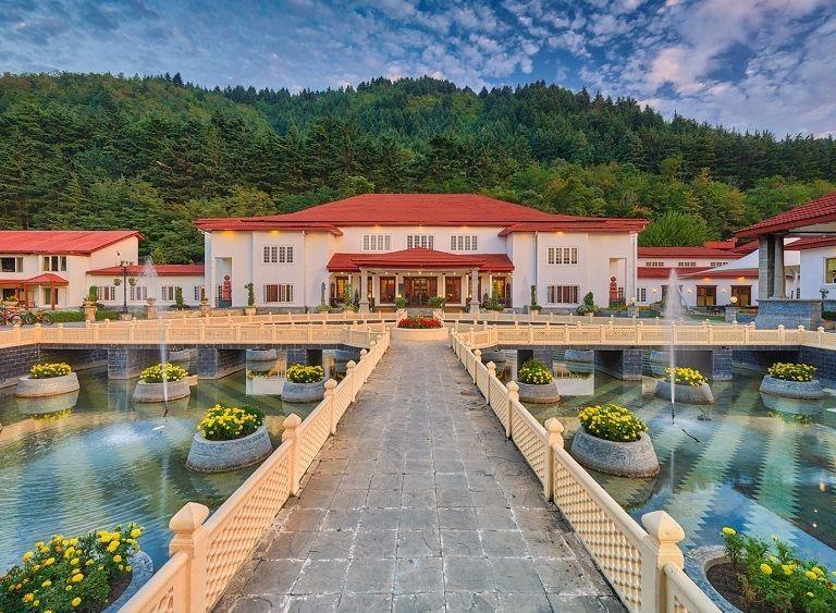 Photo of The LaLiT Grand Palace Srinagar, Gupkar Road, Srinagar by Disha Kapkoti