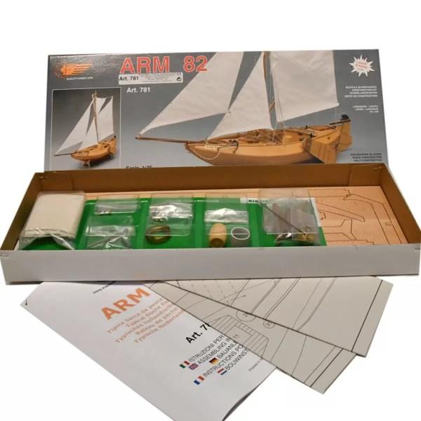 ARM 82 halászcsónak hajómakett építőkészlet Mantua
