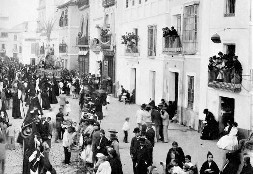 Procesión de MOntesión por la calle Feria a principios del siglo XX