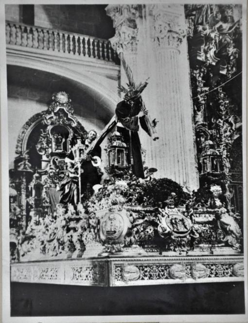 Paso de Pasión perdido en un incendio en 1940 y con el cirineo 'Mirabalcones'