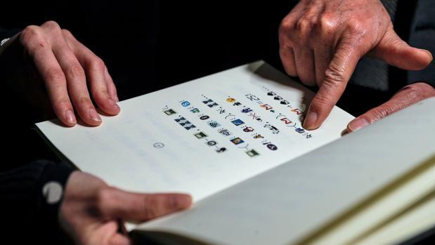 Quieres saber cómo es un libro escrito solo con emoticonos?