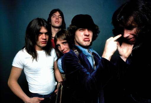 AC/DC, durante la sesión de fotos de «Highway to Hell»