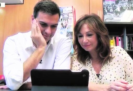 Sánchez y Ana Rosa Quintana charlan en videoconferencia con Ignacio Carnicero durante la campaña electoral de 2015