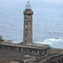 El faro que aguantó en pie tras la erupción de un volcán en las Azores
