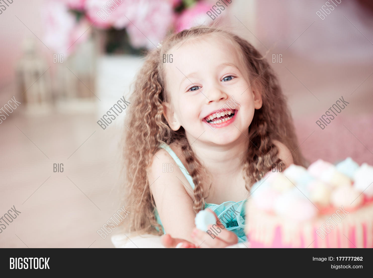 Smiling Baby Girl 3 4 Year Old Image Amp Photo