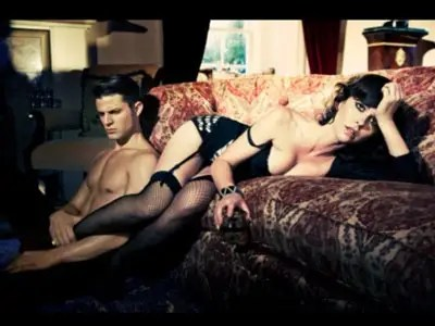 jennifer love hewitt strips down for role ashton kutcher parties as