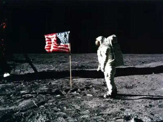 Resultado de imagen para flag on moon