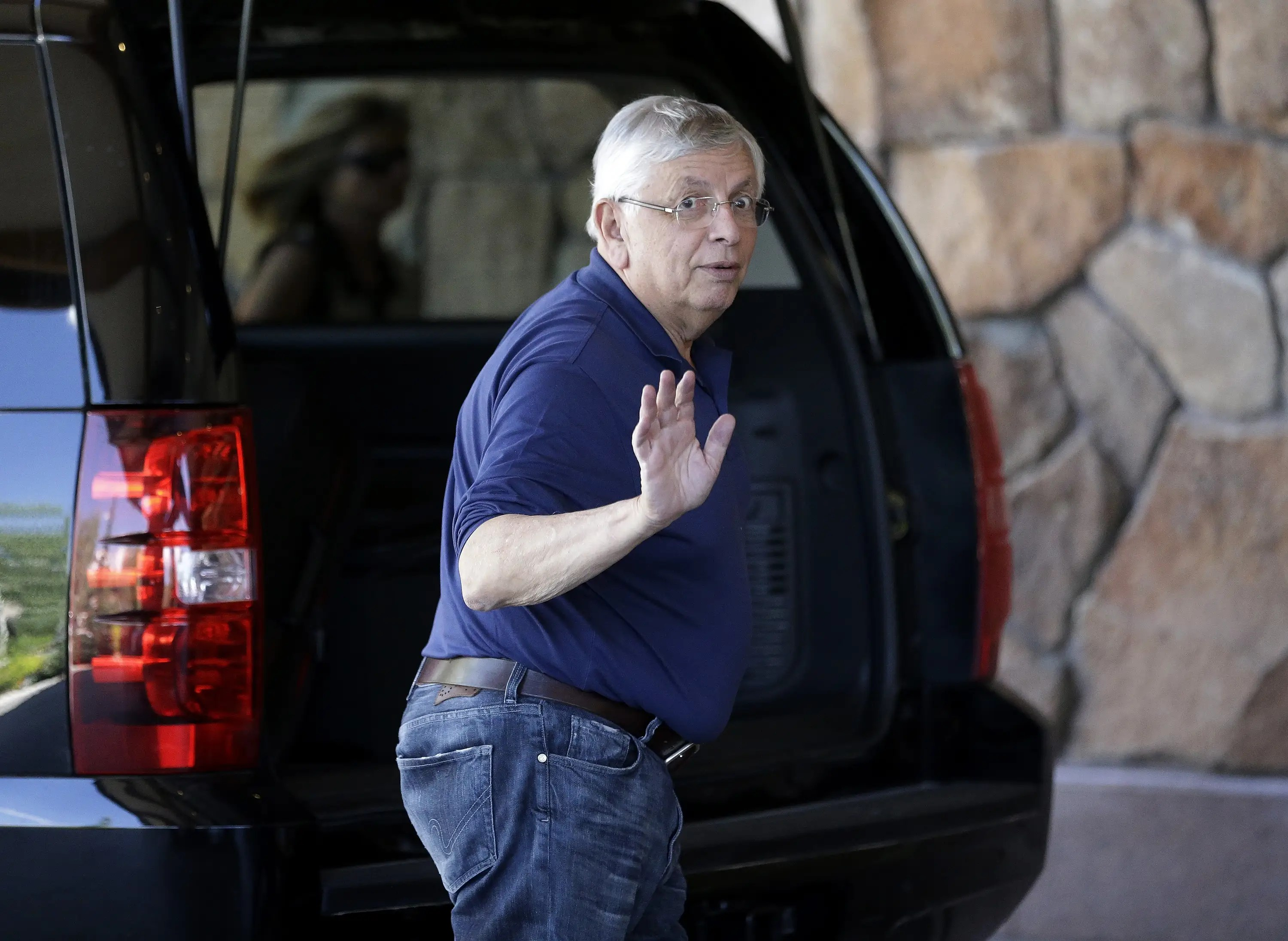 Outgoing NBA commissioner David Stern waves.