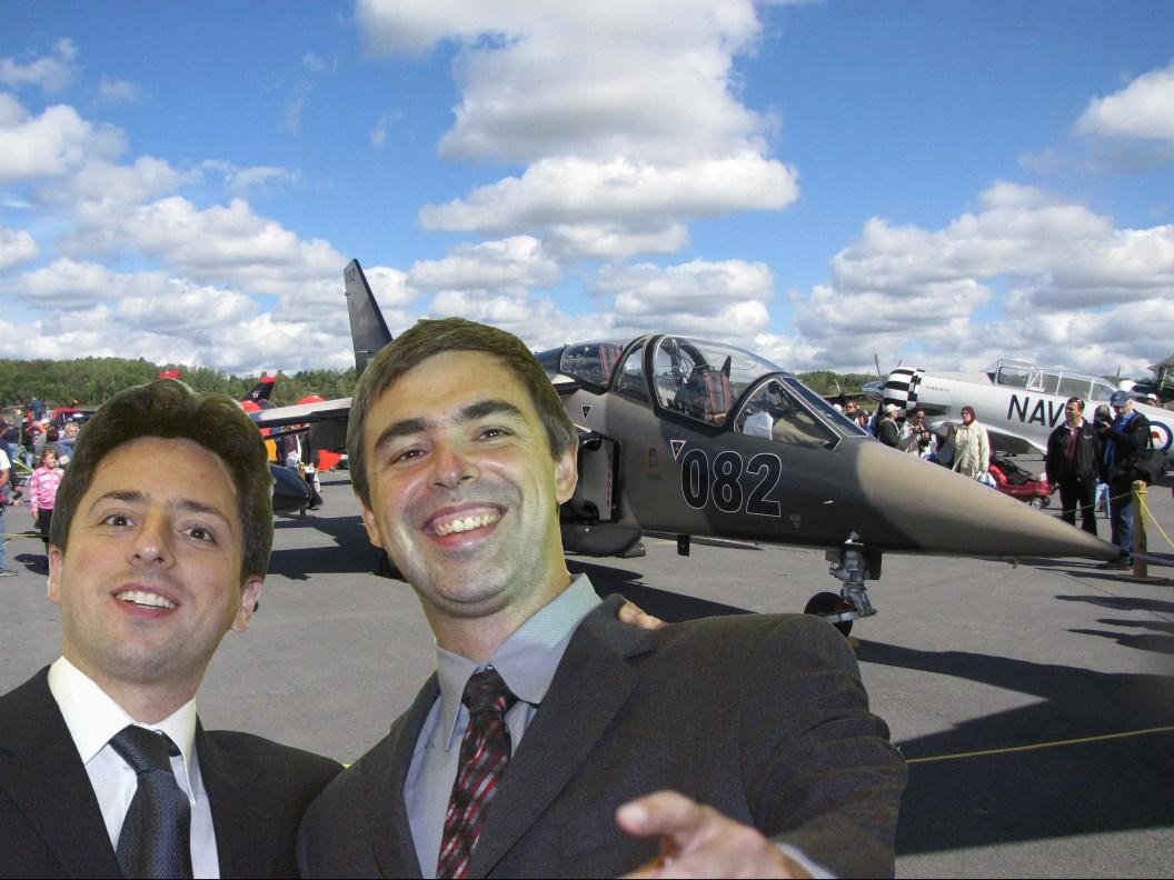 Y colectivamente, Page, Brin y Schmidt también compraron ocho aviones privados.