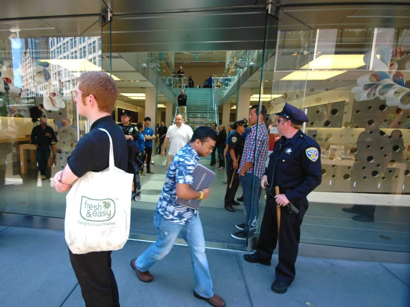 Protesters blocked customers from entering Apple's flagship San Francisco store (updated)