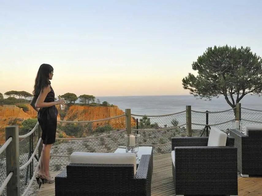 wealthy woman sea view
