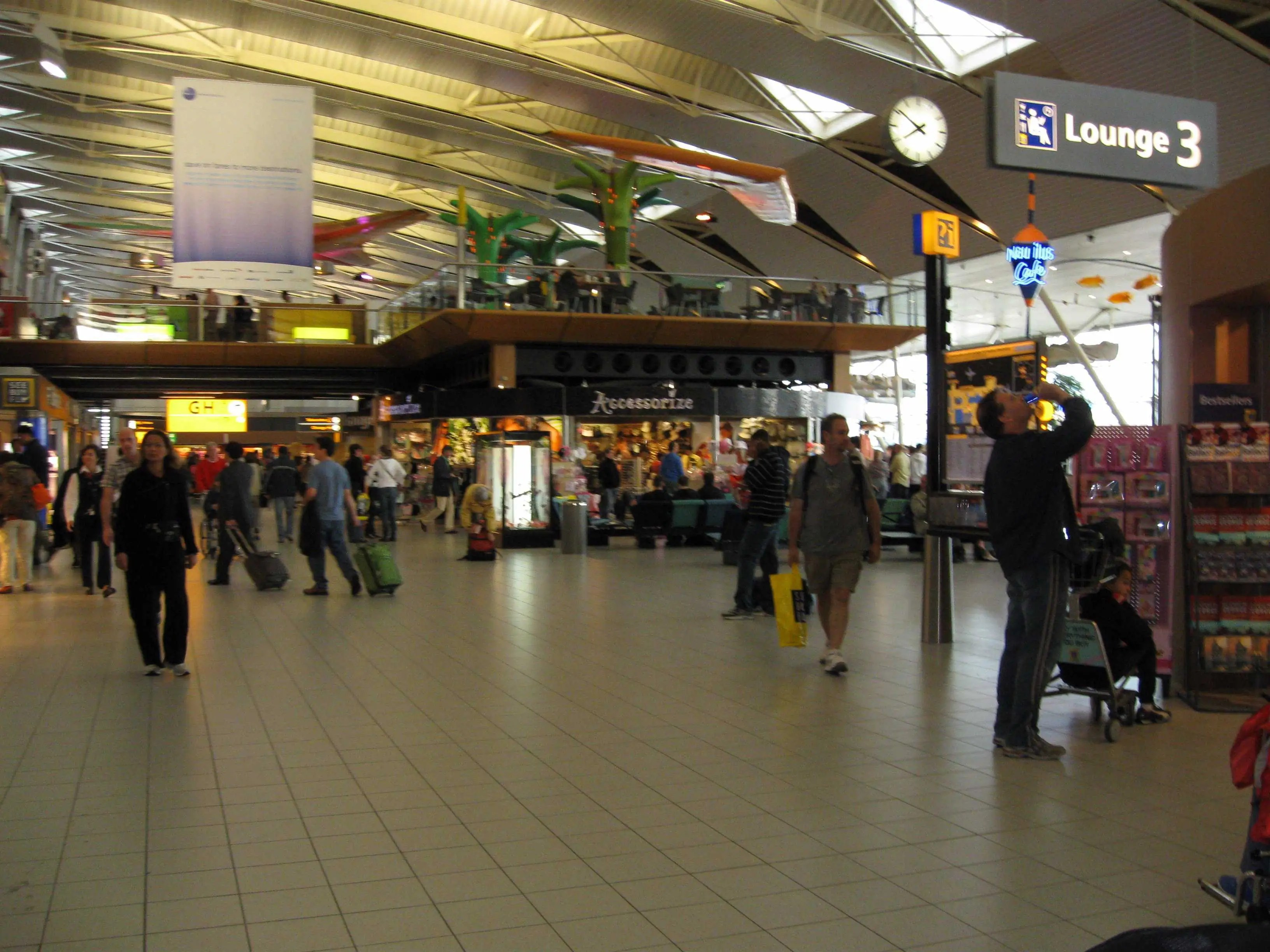 9. Amsterdam Schiphol Airport (AMS)
