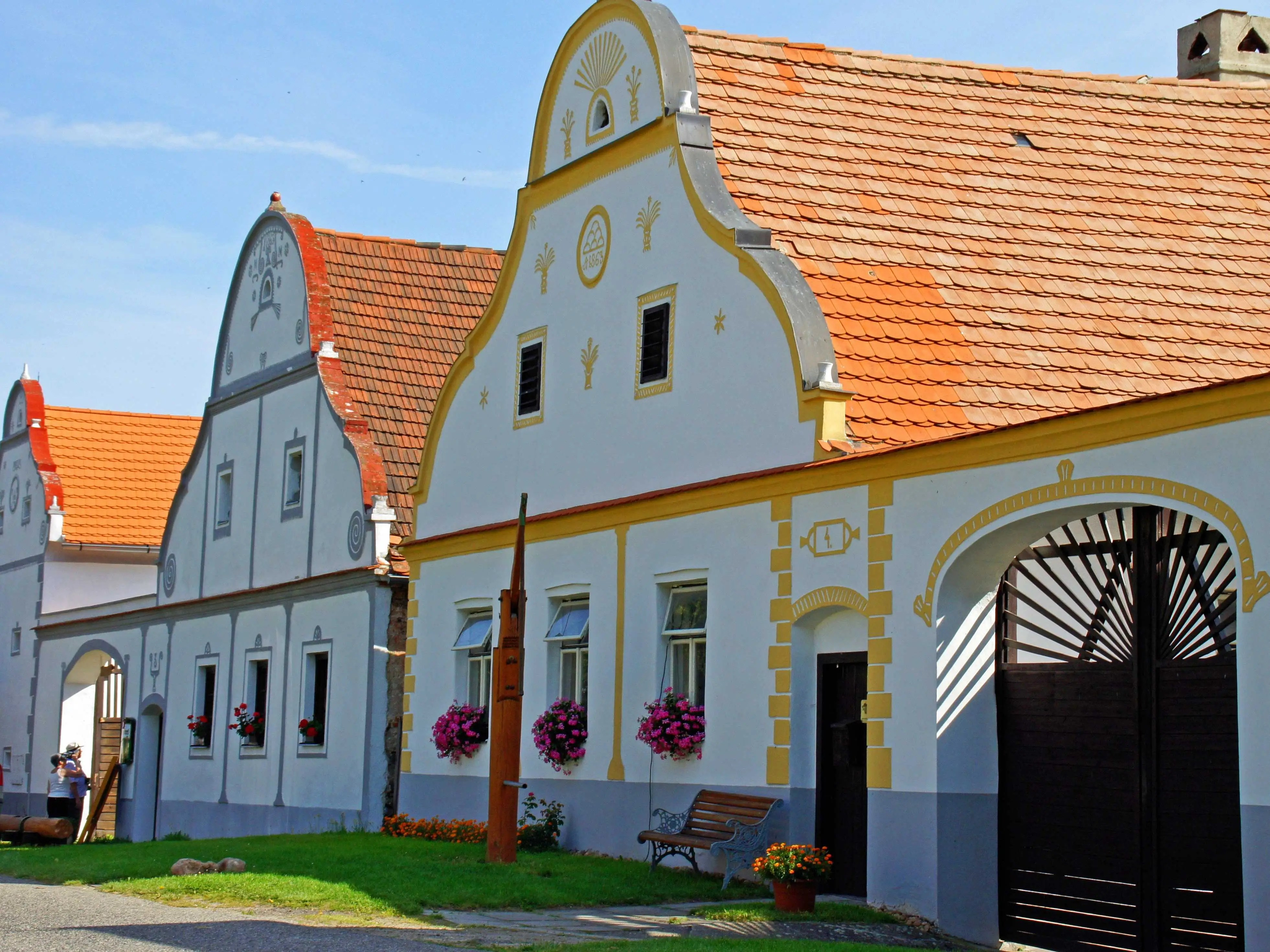 Holašovice, situated in the South Bohemian Region of the Czech Republic, maintains its 18th- and 19th-century buildings and its ground plan, which now includes 120 buildings arranged around an elongated village square. It also includes 23 of its original farmsteads, which are protected today as architectural monuments.