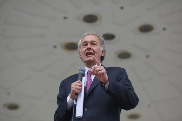 U.S. Senator Ed Markey (D-MA) speaks to a rally for fast food workers striking for $15 per hour wages and the right to form unions in Boston, Massachusetts August 29, 2013,  REUTERS/Brian Snyder