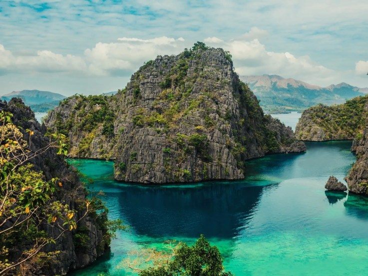 Lake Kayangan is one of Coron Island's most popular attractions thanks to its stunningly crystal clear green water. After the ten minute climb it takes to get there, chances are you won't be able to resist a swim in the cove, which is surrounded by mountains and greenery.