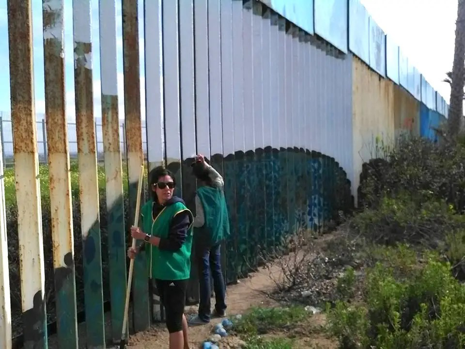 In 2007, a group of American and Mexican middle and high school studentscreated a community garden where anyone on the Tijuana side can plant crops and flowers. Gardeners, architects, and community organizations volunteer to keep it running.