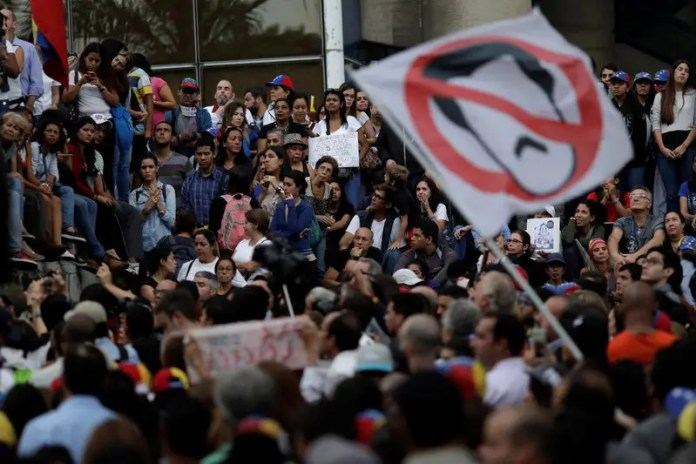 People attend a rally where opposition supporters pay tribute to victims of violence in protests against Venezuelan President Nicolas Maduro's government, in Caracas, Venezuela July 31, 2017. REUTERS/Ueslei Marcelino