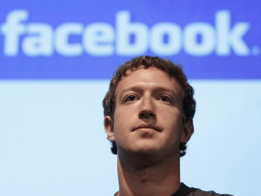 Zuckerberg tiene control total sobre el futuro de Facebook, gracias a sus derechos de voto de la mayoría. El precio de las acciones de Facebook ha subido más del 50% desde abril de 2016, y Zuckerberg ha dicho que planea acelerar la venta de acciones para financiar The Chan Zuckerberg Initiative. Planea vender 35 a 75 millones de acciones en los próximos 18 meses, por un total de entre $ 6 mil millones y $ 12 mil millones.