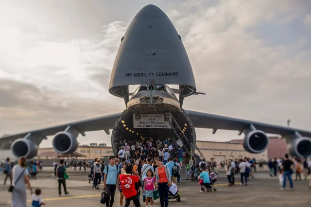 US Air Force C-5M Super Galaxy cargo plane airlift